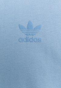 adidas Originals - TEE UNISEX - Print T-shirt - ambient sky - 2