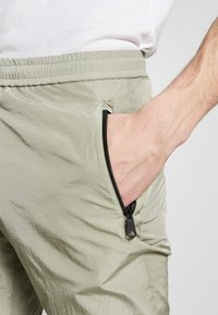 Paul Smith - GENTS DRAWCORD TROUSER - Tracksuit bottoms - light green - 4