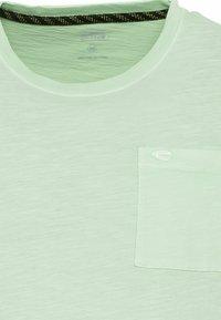 camel active - MIT BRUSTTASCHE AUS ORGANIC COTTON - Basic T-shirt - light green - 6