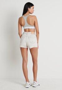 Calvin Klein Jeans - HIGH RISE SHORT - Shorts di jeans - bleach grey - 2