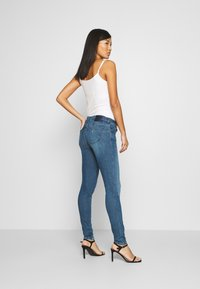 Guess - CURVE X - Jeans Skinny Fit - dry mid - 2