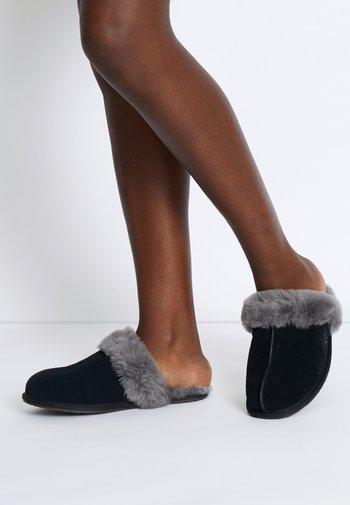 SCUFFETTE II - Domácí obuv - black/grey