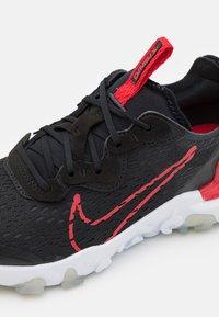 Nike Sportswear - REACT VISION UNISEX - Sneakers basse - black/university red/dark smoke grey/light smoke grey - 5