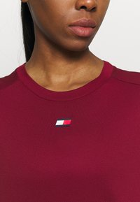 Tommy Hilfiger - FASHION PERFORMANCE TOP - Sports shirt - rouge - 4