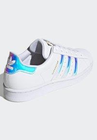 adidas Originals - SUPERSTAR - Baskets basses - ftwwht goldmt cblack - 4