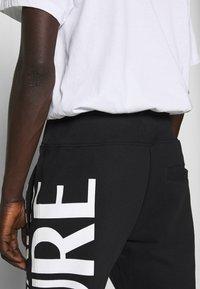 Versace Jeans Couture - BIG LOGO JOGGERS - Træningsbukser - black - 4