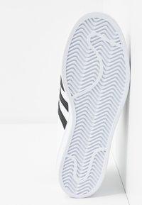 adidas Originals - SUPERSTAR  - Sneaker low - footwear white/core black/gold metallic - 6