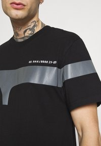 G-Star - 1 REFLECTIVE GRAPHIC R T  - T-shirt con stampa - black - 3