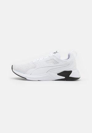 DISPERSE XT - Gym- & träningskor - white/black
