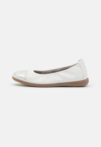 Baleriny - white