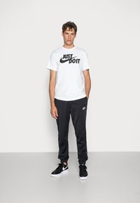 Nike Sportswear - TEE JUST DO IT - T-shirt con stampa - white/black - 1