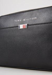 Tommy Hilfiger - BUSINESS WASHBAG - Trousse - black - 2