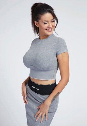 CYNTIA - T-Shirt basic - grau
