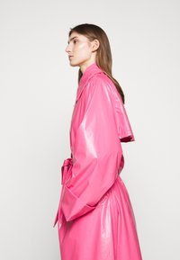 MM6 Maison Margiela - COLOR - Trenchcoat - barbie pink - 4