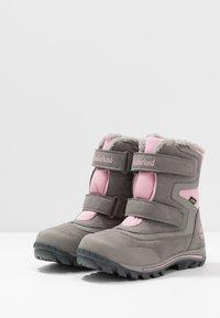 Timberland - CHILLBERG 2 STRAP GTX - Winter boots - medium grey - 3