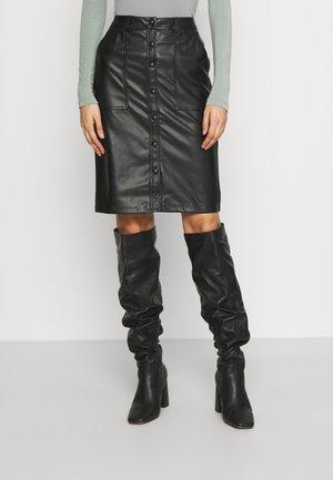 ONLLAUREN VOLA BUT SKIRT - Pouzdrová sukně - black