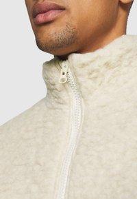 Weekday - CHEN PILE JACKET UNISEX - Winter jacket - beige - 6