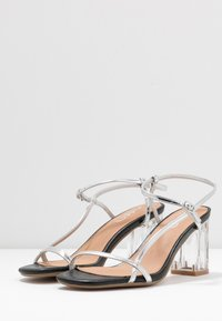Rubi Shoes by Cotton On - HANNAH THIN STRAP HEEL - Sandály - silver - 4