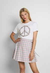 Hollister Co. - GRAPHIC EARTH DAY TEE - Print T-shirt - white - 0