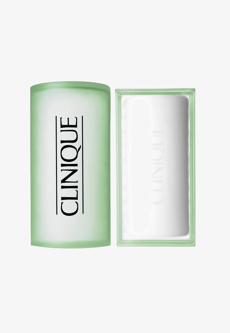 Clinique - FACIAL SOAP MIT SCHALE EXTRA-MILD 100G - Soap bar - -