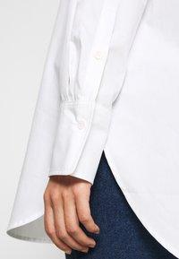 Carin Wester - BONNE - Button-down blouse - white - 5