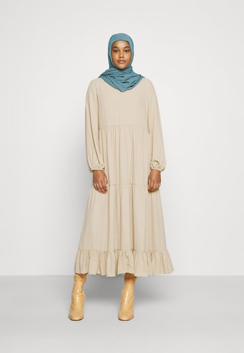 MODESTY TIERED MAXI DRESS - Maxi šaty - soft peach