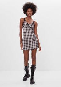 Bershka - MIT KAROPRINT - Denní šaty - black - 1