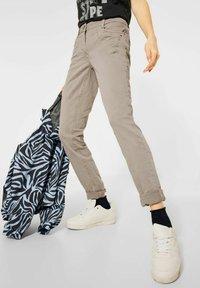Cecil - Slim fit jeans - beige - 0