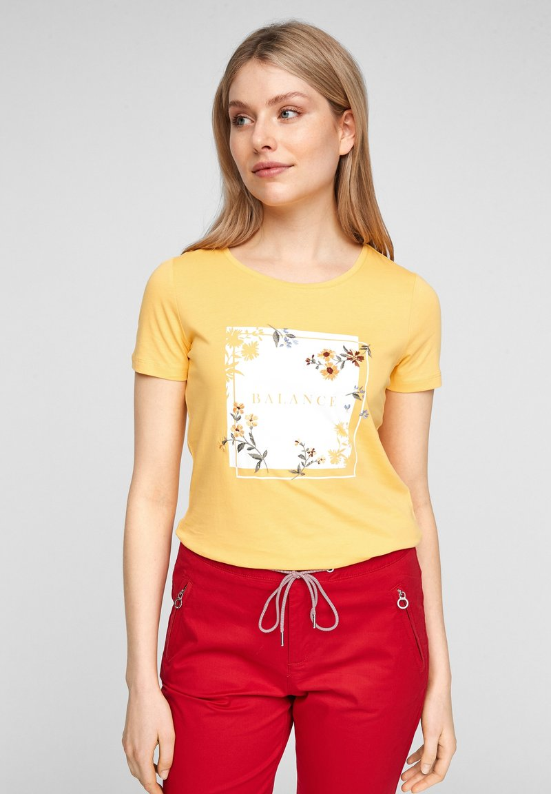 s.Oliver - MIT ARTWORK - Print T-shirt - yellow placed print