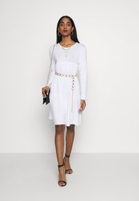 Missguided - TIERED SMOCK DRESS - Robe en jersey - white - 1
