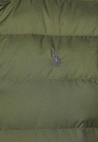 Polo Ralph Lauren - DENVER VEST - Waistcoat - dark sage/slicker yellow - 7