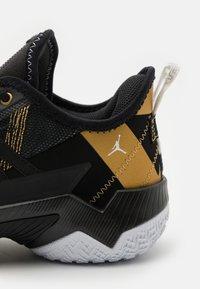 Jordan - ONE TAKE II UNISEX - Basketball shoes - black/metallic gold/white - 5