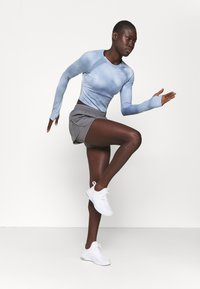 Under Armour - RUN ANYWHERE CROPPED - Long sleeved top - isotope blue - 1