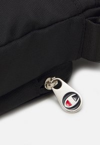Champion Reverse Weave - SMALL SHOULDER BAG UNISEX - Bum bag - black - 3