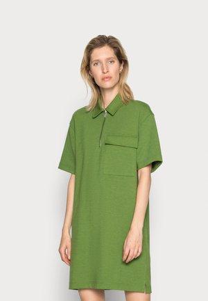 JESSY SHORT DRESS  - Žerzejové šaty - twist of lime