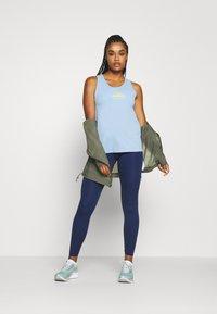 Nike Performance - CITY SLEEK TANK TRAIL - Camiseta de deporte - psychic blue/laser orange - 1