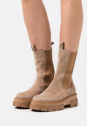 DEBORA - Kotníkové boty na platformě - beige