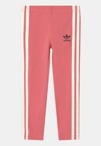 adidas Originals - SST SET HER LONDON ALL OVER PRINT PRIMEGREEN ORIGINALS TRACKSUIT - T-shirt print - trace pink/black/hazy rose/cream white - 2