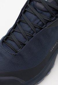 Arc'teryx - AERIOS FL MID GTX W - Hiking shoes - black sapphire/binary - 5