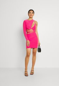 Missguided - SLINKY ONE SHOULDER CUT OUT - Cocktail dress / Party dress - hot pink - 1
