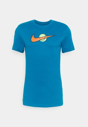 TEE TENNIS - Camiseta estampada - green abyss