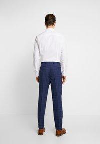 Tommy Hilfiger Tailored - SLIM FIT PLEATED FLEX PANT - Kalhoty - blue - 2