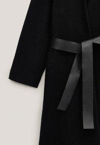 Massimo Dutti - Klasyczny płaszcz - black - 5