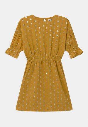 CARLYS - Koktejlové šaty/ šaty na párty - nugget gold