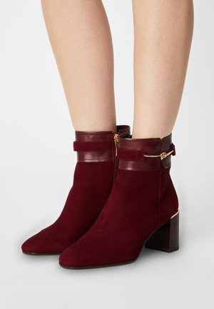 Classic ankle boots - dark scarlet