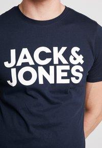 Jack & Jones - JJECORP LOGO TEE O-NECK - T-shirt imprimé - navy blazer - 5