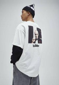 PULL&BEAR - T-shirt z nadrukiem - white - 2
