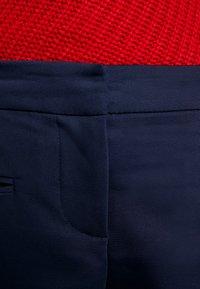 Tommy Hilfiger - HERITAGE SLIM FIT PANTS - Bukse - midnight - 5