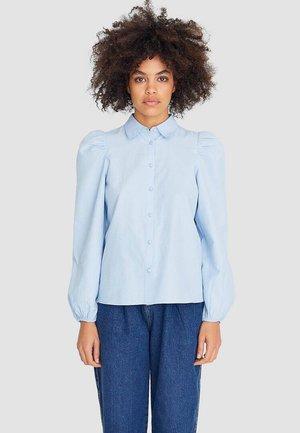 MIT PUFFÄRMELN - Button-down blouse - blue