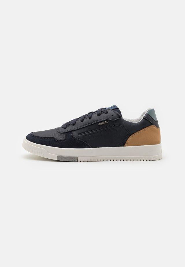 SEGNALE - Sneakers laag - navy/cognac
